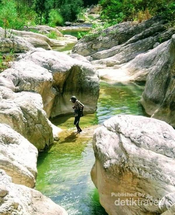 Fatu oni adalah salah satu sungai yang memiliki dinding batu yang tak hanya cantik, tapi juga unik.