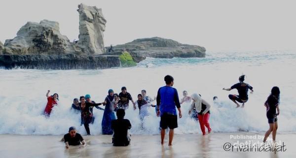 Batu Sphinx di Pantai Klayar