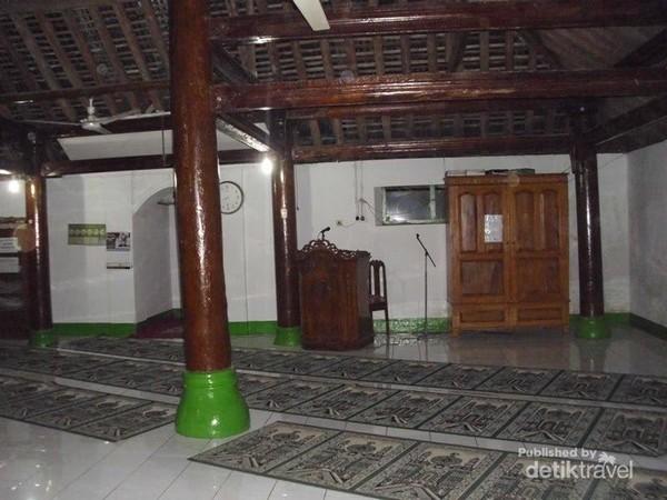 Penampakan dalam masjid