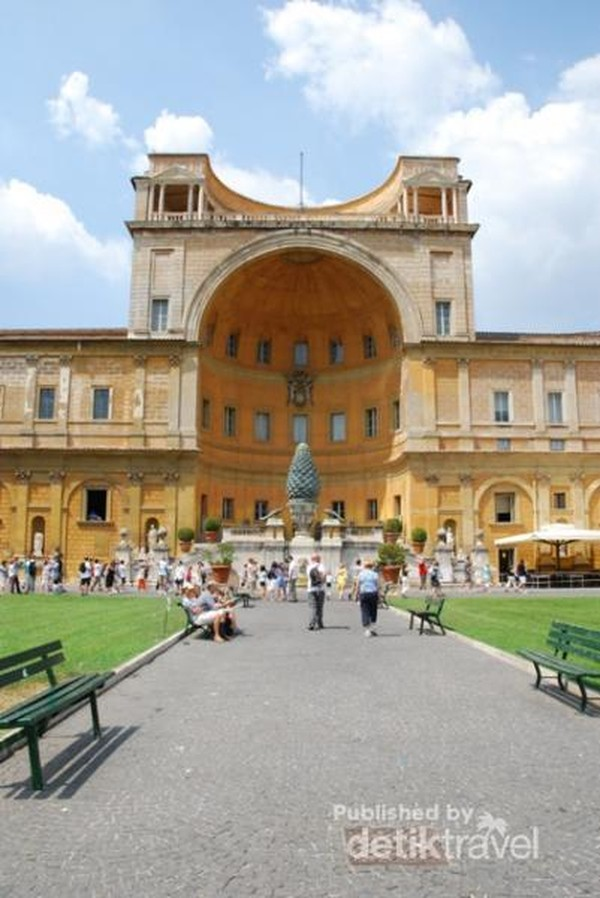 Taman di tengah Museum Vatican