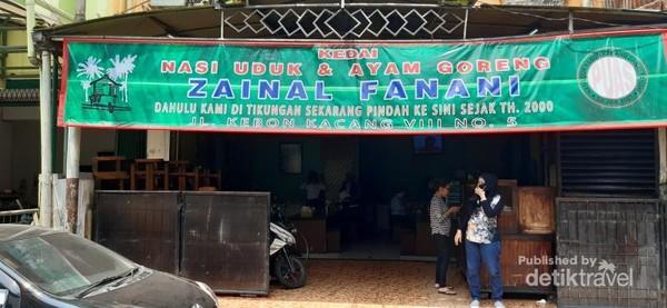 Salah satu rumah makan nasi uduk yang terkenal di kawasan Kebon Kacang