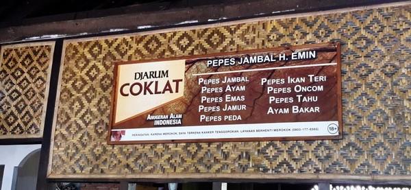 Salah satu warung pepes di Karawang yang cukup terkenal adalah Pepes Jambal H Emin