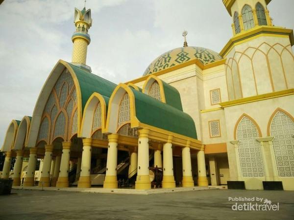 Wisata Religi Di Lombok Kunjungi Masjid Hubbul Wathan