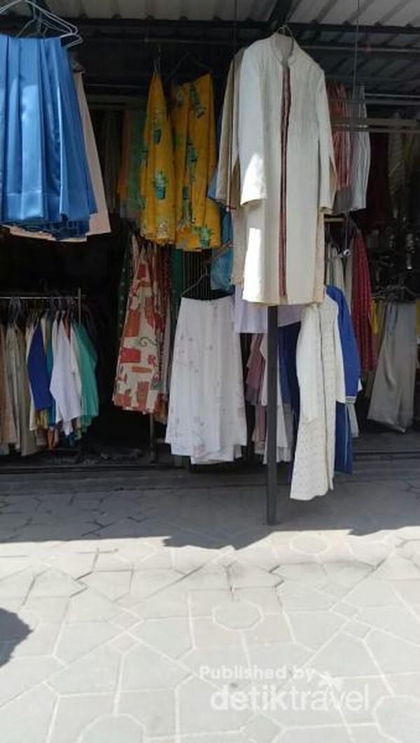 Baju-baju bekas Pasar Aviari