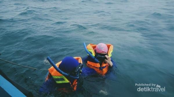 Pengalaman pertama melakukan snorkeling yang sedikit takut namun seru dan menyenangkan