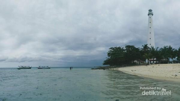 Pulau Lengkuas yang menjadi salah satu destinasi wajib jika kita berkunjung ke Belitung