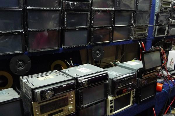 Radio mobil dengan beragam merk (Sastri/ detikTravel)