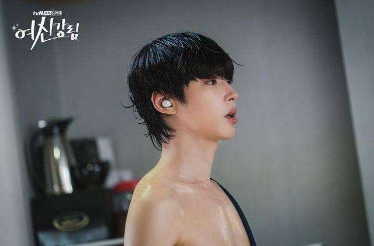 Hwang In Yeop sebagai Han Seo Jun di True Beauty