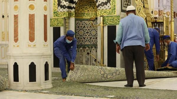 Sebelumnya, karpet juga pernah diganti pada tahun 2018. 50 karpet tergelar dengan tata letak yang baik.