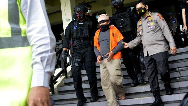 Sebanyak 19 teroris yang ditangkap di Makassar, Sulsel, diterbangkan ke Jakarta. Nantinya belasan tersangka kasus terorisme itu akan jalani pemeriksaan lanjutan