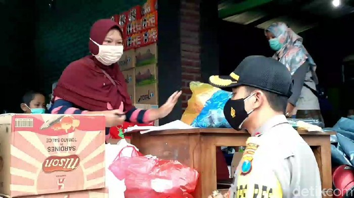 Pengungsi Korban Banjir Kepulungan Pasuruan akan dievakuasi ke Tempat Lebih Layak
