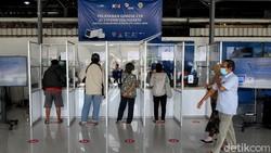 Alat tes COVID-19, GeNose C-19 mulai diuji coba di dua stasiun kereta Apai di Indonesia. Salah satunya yakni di Stasiun Tugu Yogyakarta.