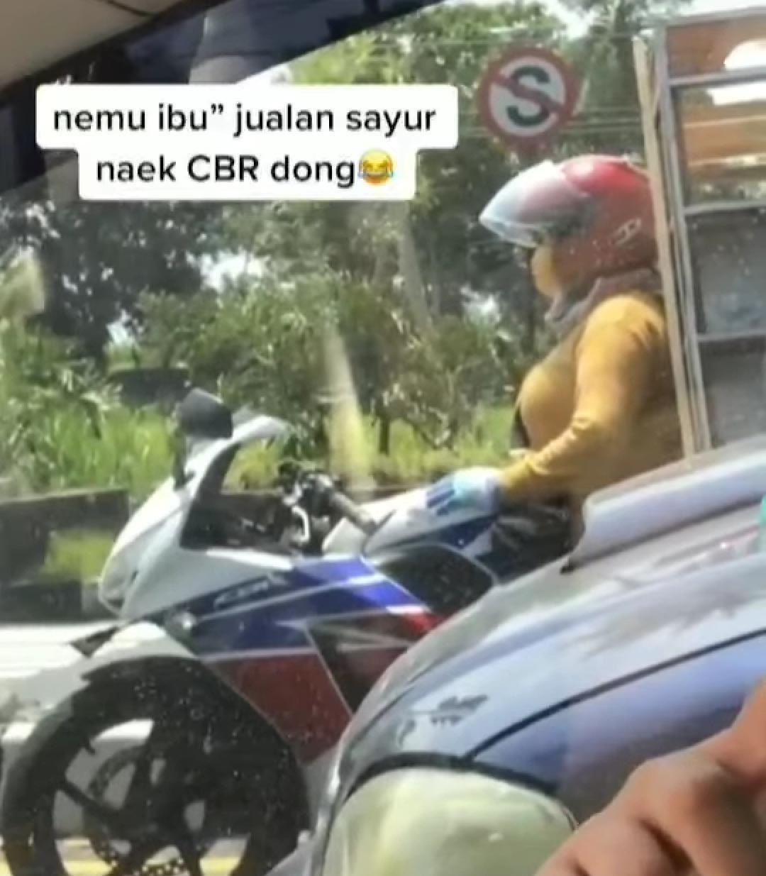 tukang cilok pakai motor sport
