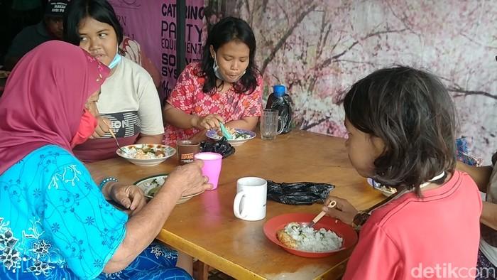 warung makan gratis di pekalongan