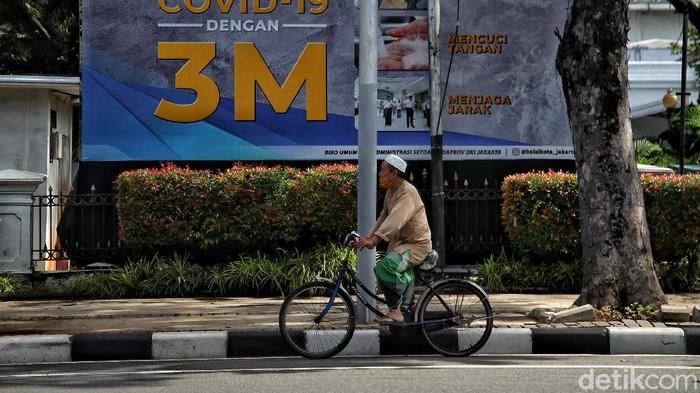 Gubernur DKI Jakarta Anies Baswedan menjawab soal usulan lockdown akhir pekan. Anies menekankan wilayah DKI Jakarta tidak akan menerapkan kebijakan tersebut