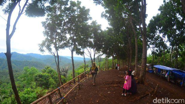 Bukit Panenjoan di Pangandaran.
