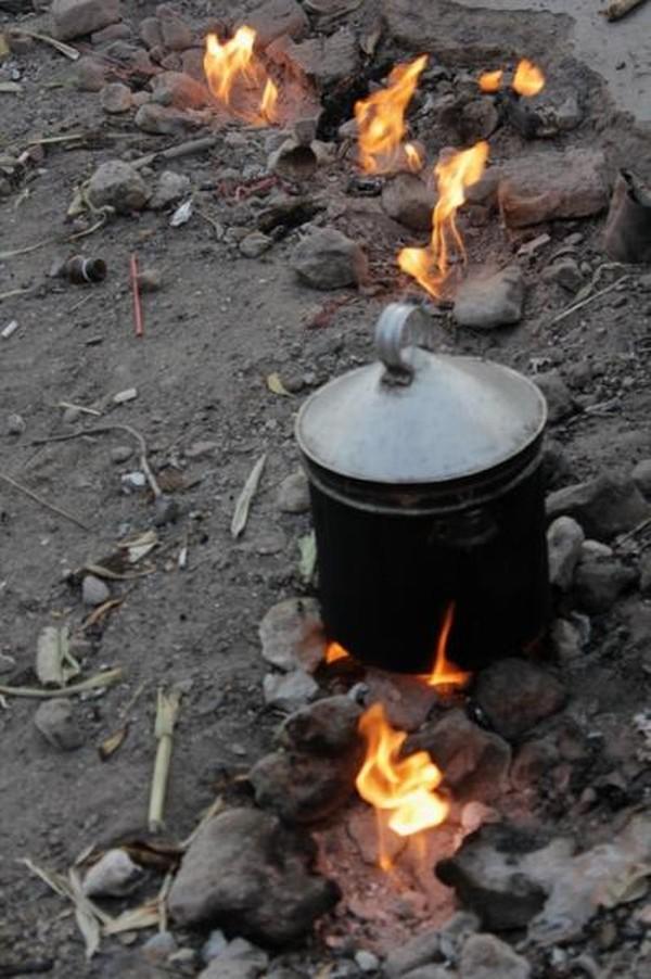 Api Abadi dimanfaatkan pula untuk menanak nasi dengan menggunakan dandang.