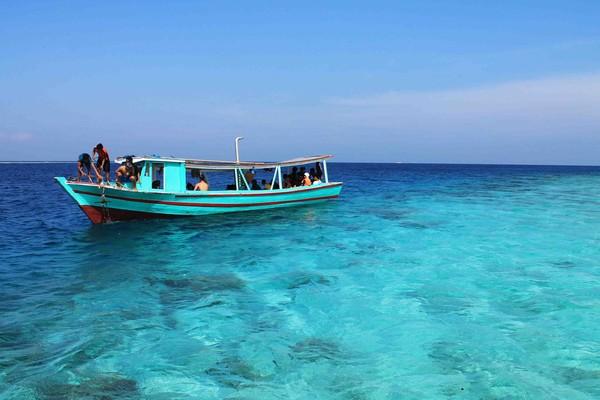 Perahu untuk snorkeling