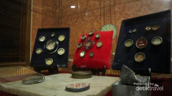 Relikwi barang peninggalan santo / santa yang dibawa oleh para misionaris belanda
