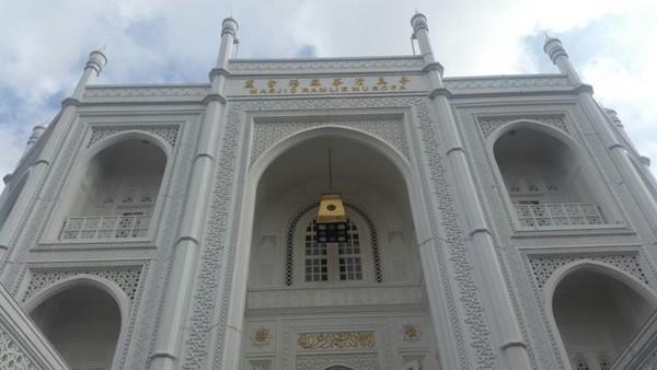 Inisiatif pendirian masjid memang terinspirasi dari Taj Mahal yang merupakan bentuk kasih sayang antara raja kepada isterinya.