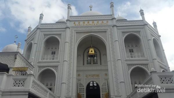 Masjid ini ada di Jalan Danau Sunter Selatan 1 blok 1 10 nomor 12 C 14 A, Jakarta Utara.