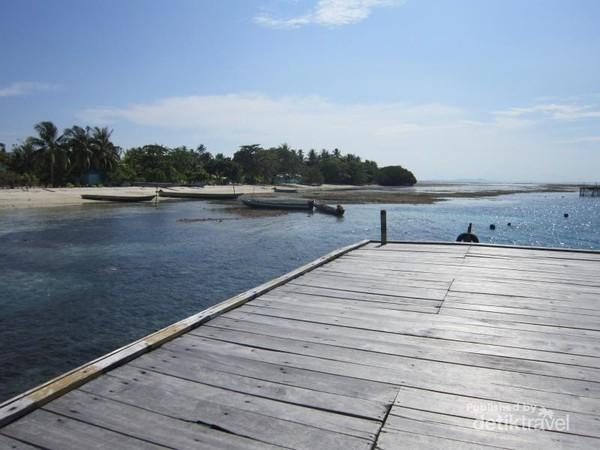 Kampung Arborek menjadi salah satu destinasi wisata favorit di Raja Ampat.