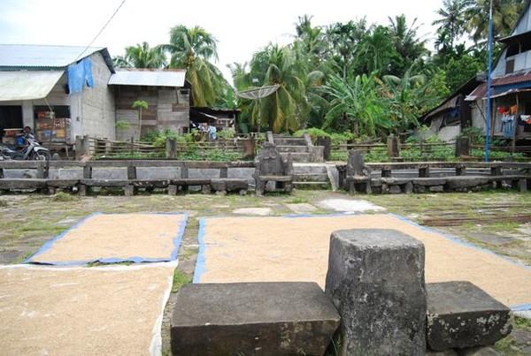 Desa Adat Hilisimaetano