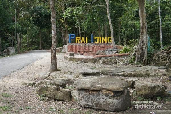 Desa adat Praijing terletak di Desa Tebara, Kabupaten Sumba Barat, NTT