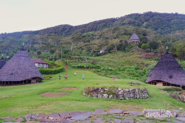 Rumah unik di desa waerabo hanya terdapat 7 rumah saja