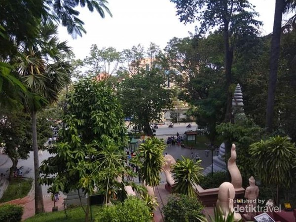 Pemandangan kota Phnom Pehn dari kuil Phnom.