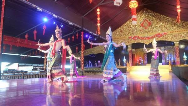 Gemulainya gerakan para penari