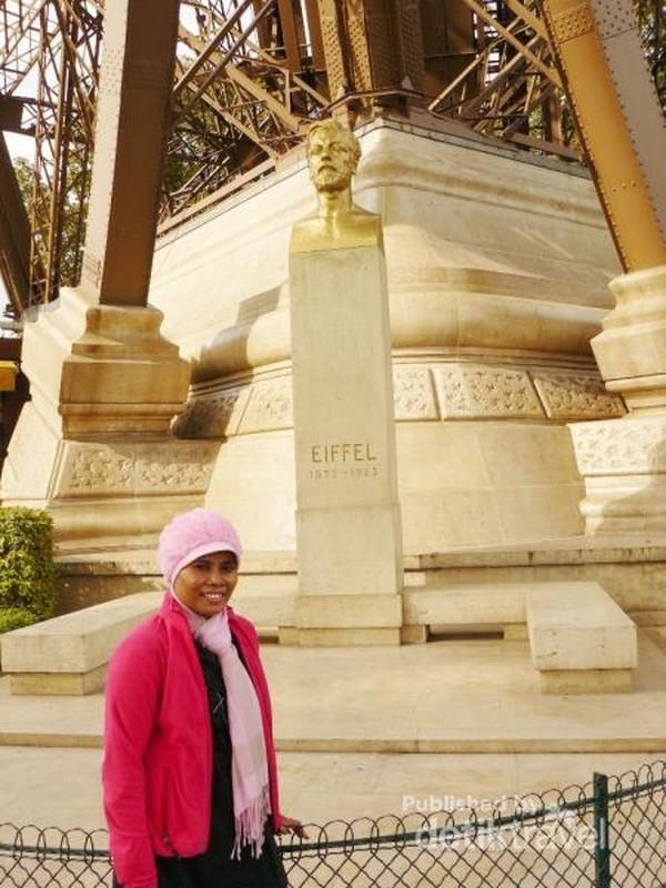 Patung wajah Gustave Eiffel, sang arsitek menara