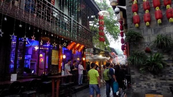 Jinli street merupakan sebuah jalan kecil di sebelah timur Wuhou Temple