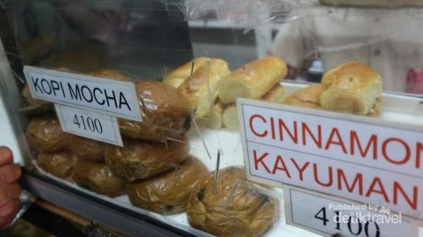 Harga rotinya pun cukup terjangkau