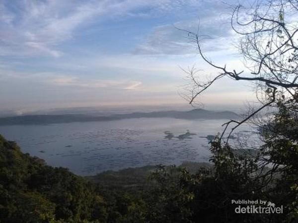 Sunrise di Gunung Lembu. Gunung yang terletak di Purwakarta dan memiliki ketinggian 780 mdpl