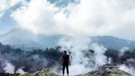 Gunung Salak Punya Kawah Putih yang Cantik Banget!
