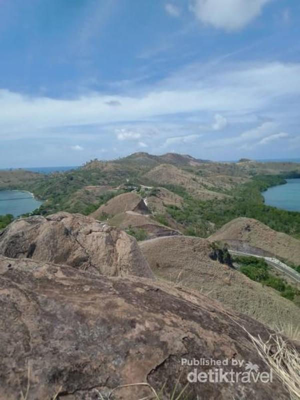 Bukit Silvia menawarkan pemandangan yang komplit