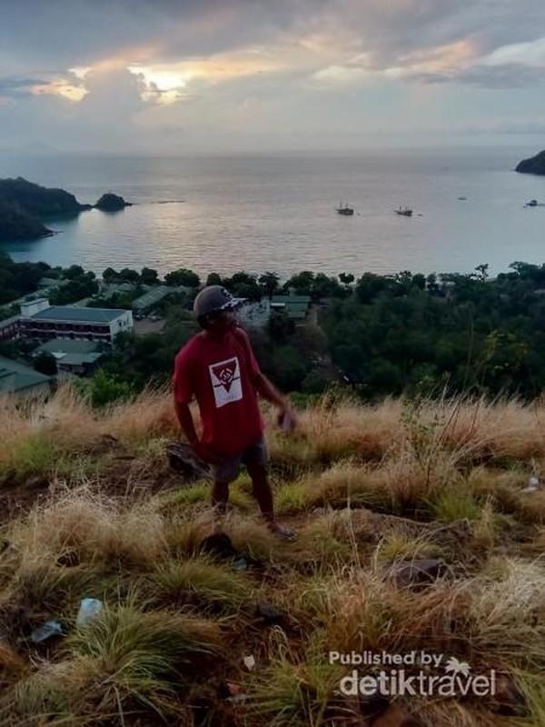 Bukit Silvia, satu tempat terbaik untuk melihat sunset di Labuan Bajo