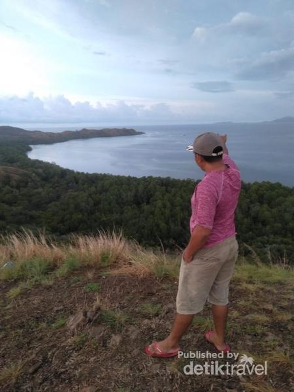 Pengunjung di Bukit Silvia Labuan Bajo