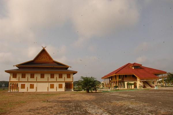 Istana Kesultanan Indragiri Dan Dufan Danau Raja Riau
