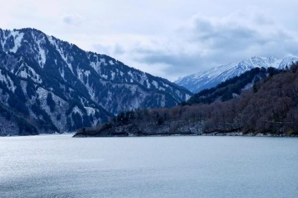 Pemandangan di Kurobe Dam