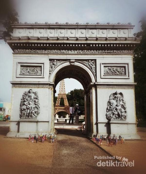 Arch de atriomphe dari Paris, Perancis