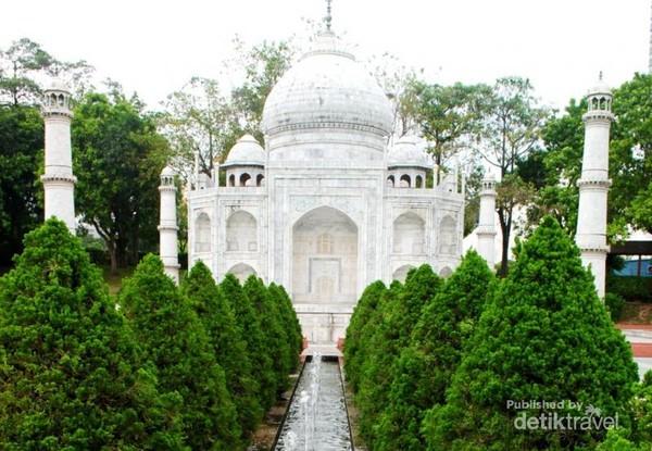 ada miniatur Taj Mahal dari India