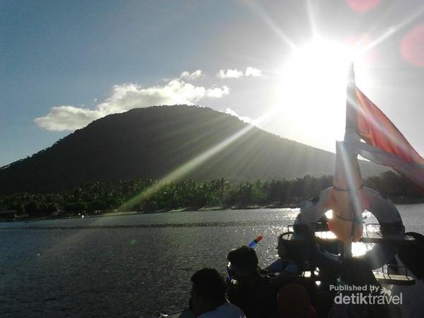 Kokohnya Puncak Rakata dari Gunung Krakatau