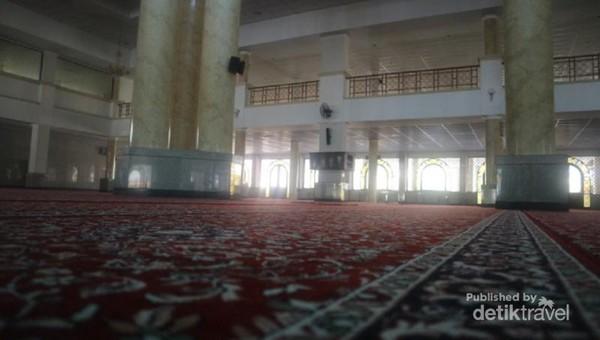 Masjid ini selalu dipadati jamaah saat waktu salat Jumat maupun salat fardhu