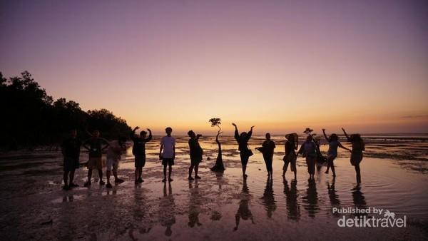 Bermainlah dengan sunset di pantai ini