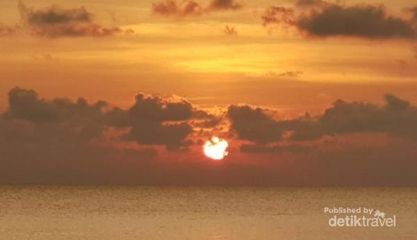 Matahari pulang ke peraduan