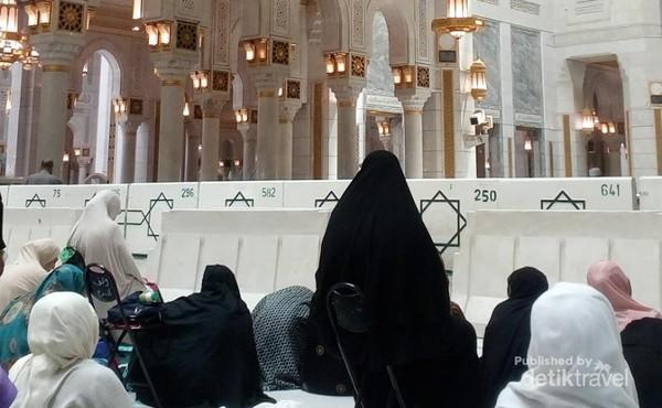 Pada musim haji 1439H atau 2018, area perluasan bisa digunakan untuk solat. Baik solat lima waktu maupun solat Jumat. Berikut adalah jamaah wanita yang sedang mendengarkan khotbah Jumat.