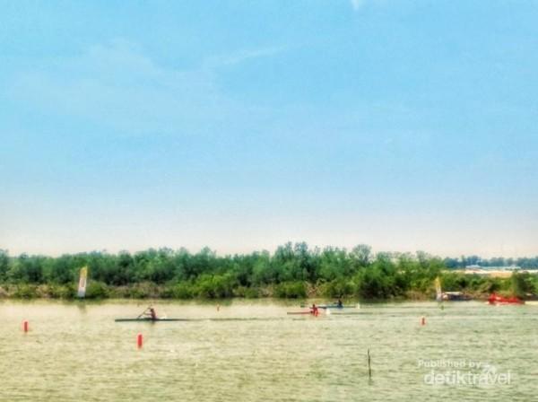 Balapan kayak final putri yang di menangkan oleh atlet DKI Jakarta