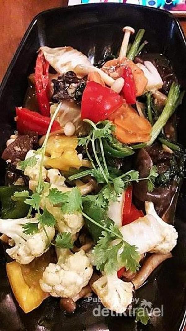 Masakan berbahan Seafood dan jamur.